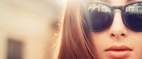 حتى لا تُصاب بالعمى.. استبدل نظارتك الشمسية كلَّ عامين