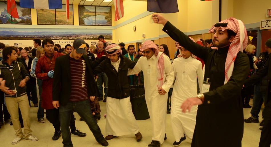 سعوديون شنقوا صديقهم بسلك كهربائي في أمريكا .. ما القصة .. ؟