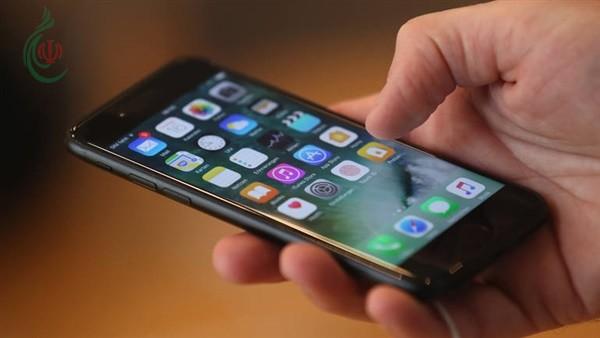 تعرف على مشاكل الجلد التي تظهر بسبب استخدام الهاتف الذكي