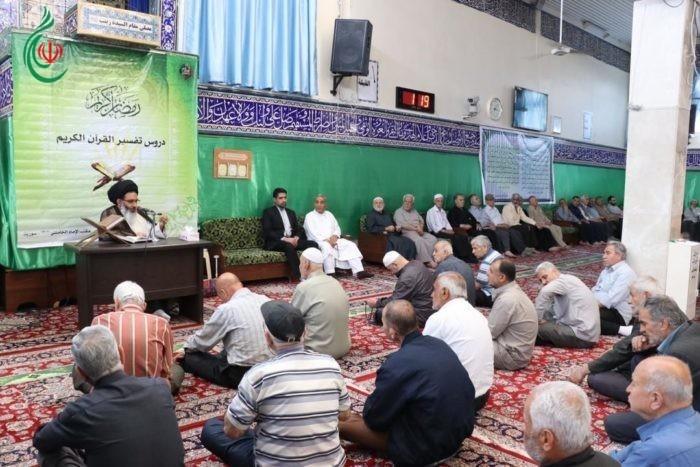 درس تفسير القرآن الكريم لسماحة آية الله السيد أبو الفضل الطباطبائي الأشكذري في مصلى مقام السيدة زينب (ع)
