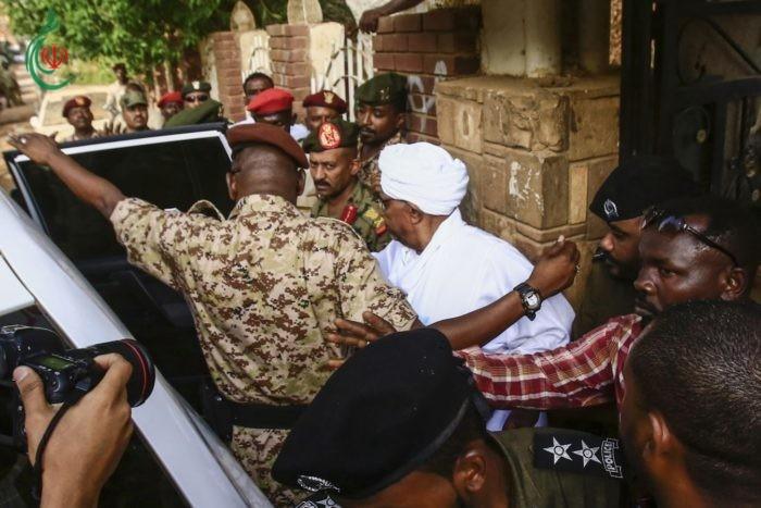 السودان .. البشير سيحاكم 'على الهواء'