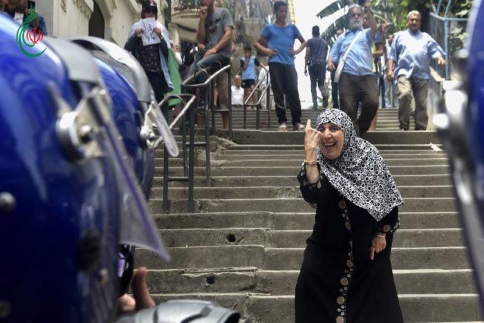 الجزائر .. احتجاجات على منع الراية الأمازيغية