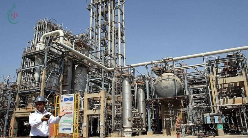 إيران تتحدى الحظر بافتتاح 18 مشروعاً بتروكيماوياً