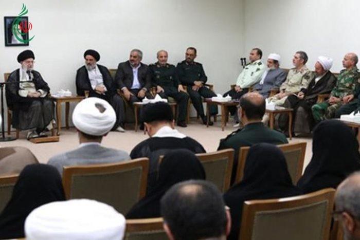 القائد الخامنئي : الأعداء حاولوا إسقاط الجمهورية الإسلامية بإثارة الفتن الطائفية والقومية