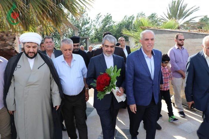 السفير الإيراني بدمشق جواد تركآبادي يزور بلدة عناز و يضع أكليل الورد على النصب التذكاري و يضيء شمعة الحب والسلام و يلتقي الفعاليات الدينية والعلمية والطبية
