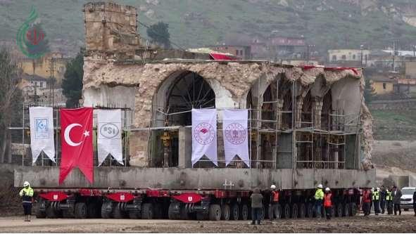 تركيا تنقل مسجداً تاريخياً على شاحنة