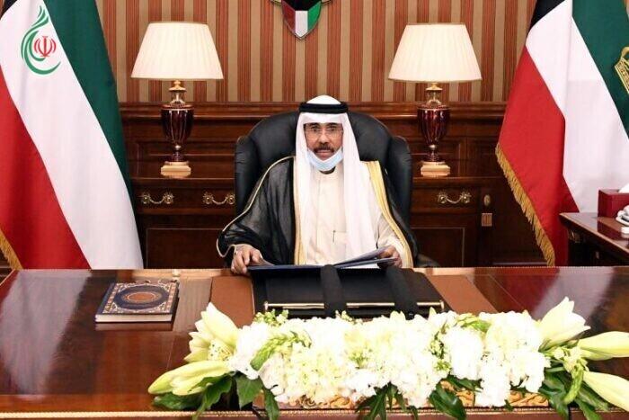أمير دولة الكويت يتمسك بـالديمقراطية ويحذر من