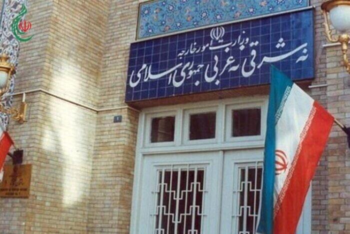 الخارجية الإيرانية تستدعي السفير البريطاني على خلفية مضايقات للناخبين الإيرانيين في لندن